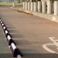 Este dispositivo ayuda a delimitar el tráfico vehicular de los ciclistas. Esta solución tiene un perfil único: inclinado del lado del ciclista para hacer regresar a la ruta en caso de colisión. Del otro lado es perpedicular a la calle para evitar que los vehículos invadan el carril de las bicicletas.